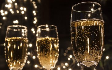 new-years-eve-champagne-party-02_0